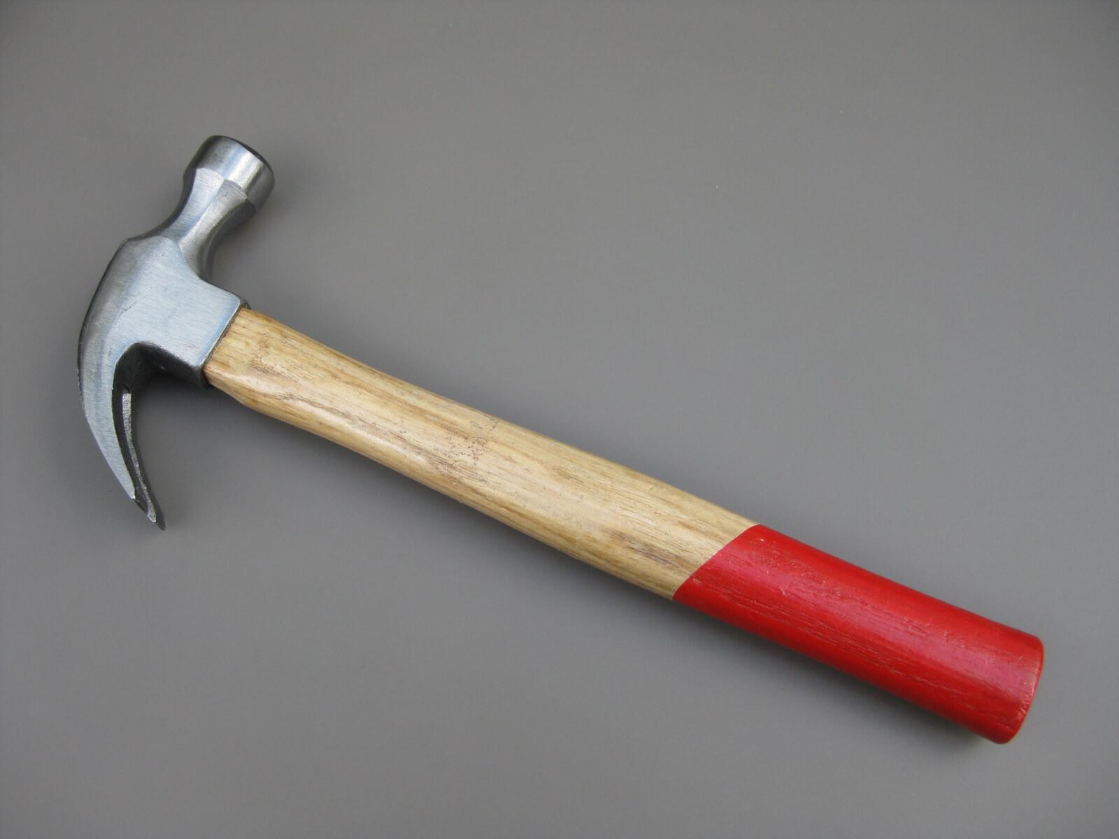 klauwhamer hout gegraveerd