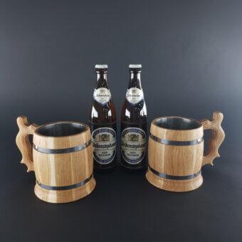 Bierpakket met gegraveerde houten bierpullen