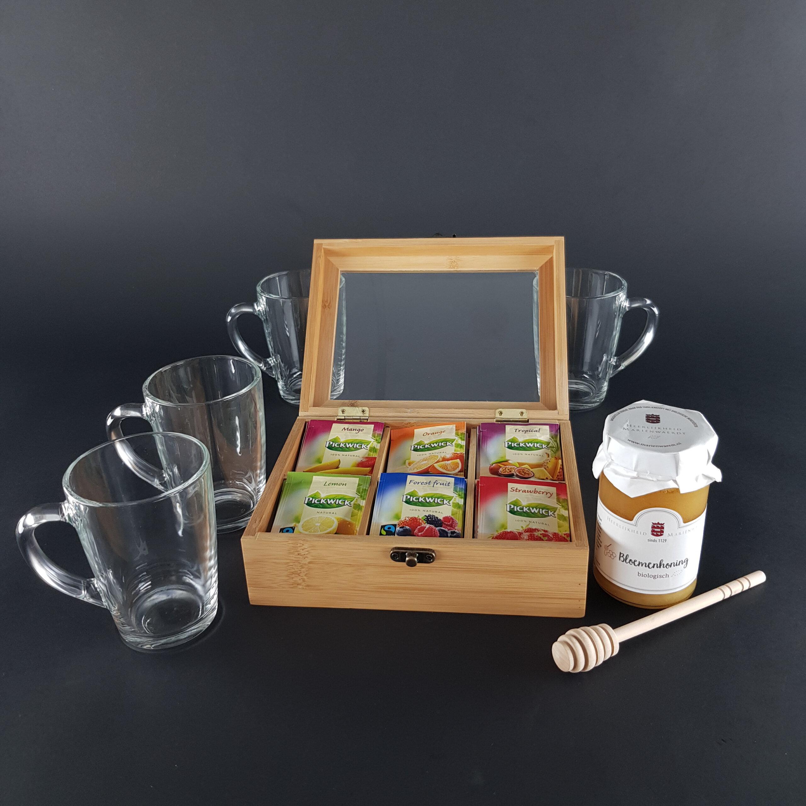 thee pakket met gegraveerde glazen