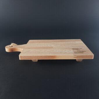 Kaasplankje van beuken met steuntjes gegraveerd
